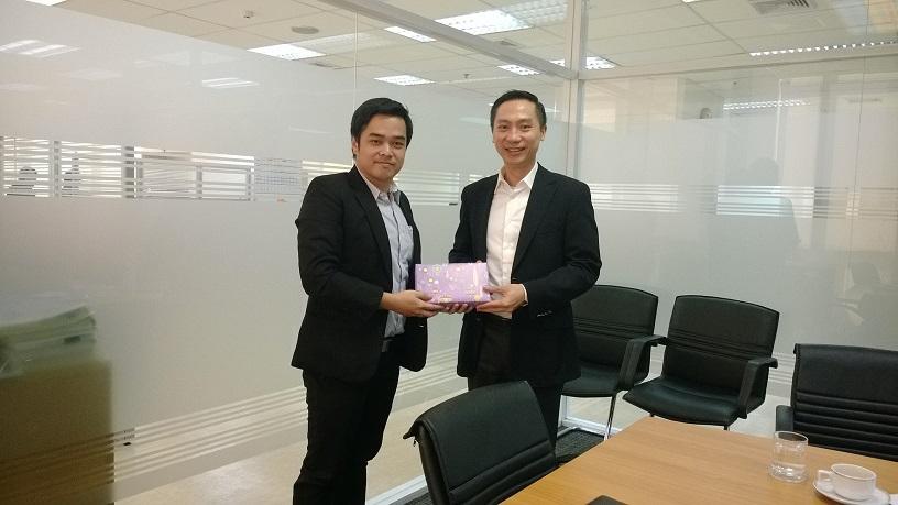 ผู้บริหาร  MVP กับผู้บริหารธนาคารไทยเครดิตเพื่อรายย่อย