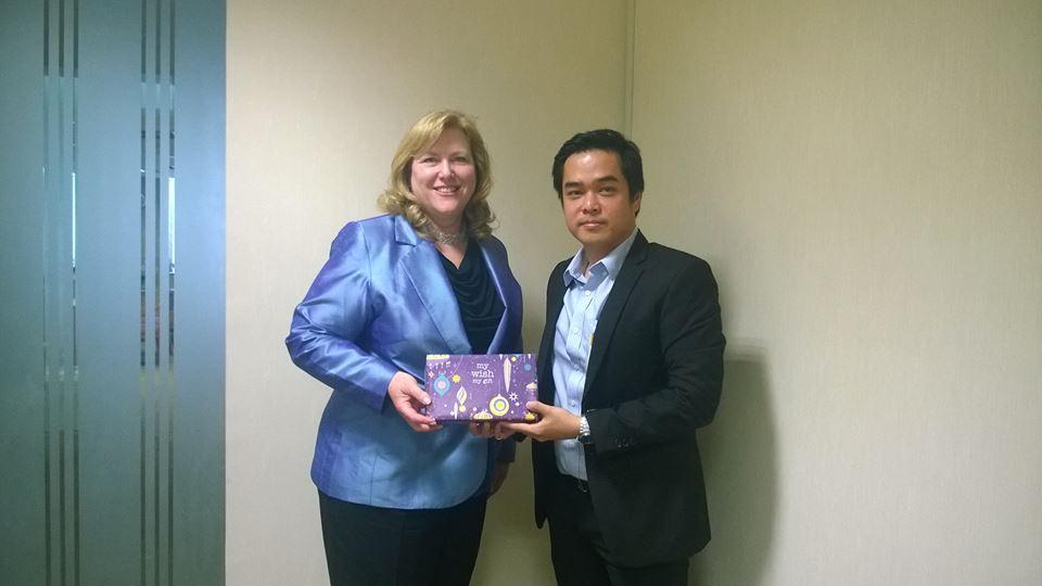 ผู้บริหาร  MVP กับ  Mrs. Janice Van Ekeren CEO แห่งธนาคารกรุงศรีอยุธยา