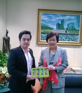 ผู้บริหาร  MVP กับกรรมการผู้จัดการใหญ่ธนาคารไทยพาณิชย์  (SCB)