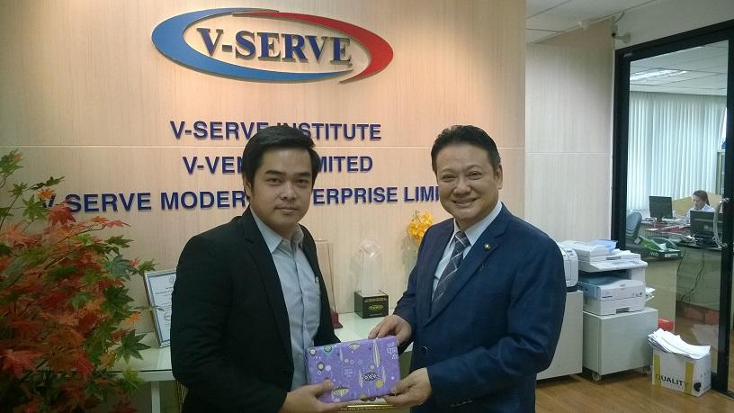 ผู้บริหาร  MVP กับรองประธานสภาอุตสาหกรรมแห่งประเทศไทย